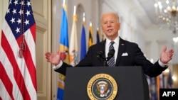 拜登總統3月11日在白宮就新冠疫情一周年發表講話 (法新社)