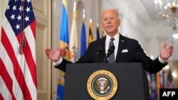 拜登总统在白宫就美国实施防疫封闭措施一周年发表讲话。(2021年3月11日)