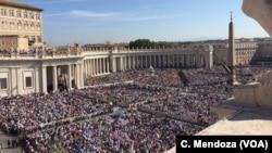 天主教教宗方济各在梵蒂冈圣彼得广场主持弥撒(2016年9月4日)