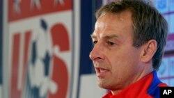 Jürgen Klinsmann, de 52 años, asumió el cargo de director técnico el 29 de julio del 2011, y sumó un record de 55-27-16 durante su mando.