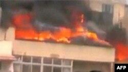 Humus'ta yanan bir bina