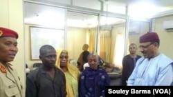Abdulwahid Jibo da iyalansa da ministan tsaron cikin gida