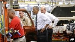 奧巴馬參觀車廠。