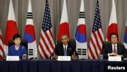 ولسمشر اوباما د جاپان له صدراعظم شینزو ابې او د جنوبی کوریا له ولسمشرې پارک گوینهي سره د اټومی امنیت په سر مشریزه کې.