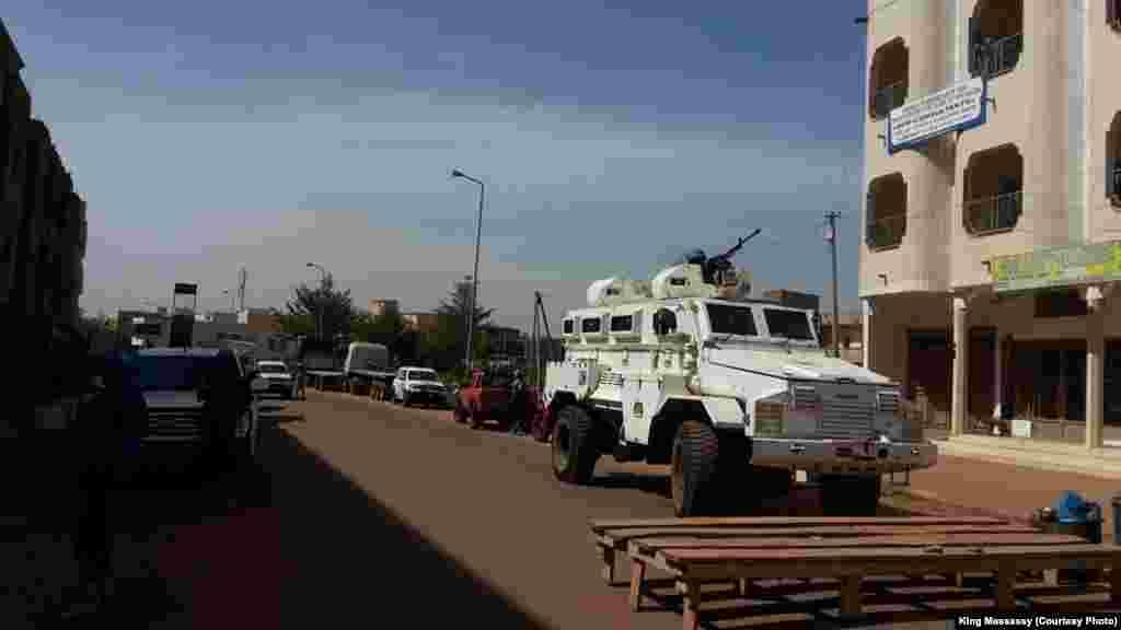در حال حاضر بخشی از امنیت مالی برعهده سازمان ملل است. خودروی صلحبانان سازمان ملل دقایقی بعد از گروگانگیری به صحنه می رسد.