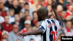 Youssouf Mulumbu joue en Premier League à Manchester, en Angleterre, le 28 septembre 2013.