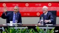 Barack Obama se reúne con el presidente peruano, Pedro Pablo Kuczynski, durante la Cooperación Económica Asia-Pacífico (APEC) en Lima, Perú.