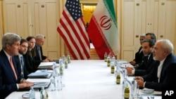 وزرای خارجه ایالات متحده و ایران روز شنبه پیش از اعلام رفع تعزیرات اقتصادی علیه ایران در ویانا، پایتخت اتریش با هم دیدار کردند.