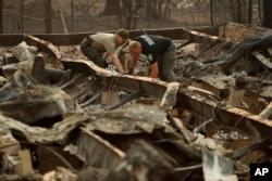 Escenas de devastación en California en medio de mortíferos incendios.