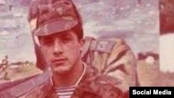 Orduxan Temirxan sovet ordusunda xidmət edərkən. (Foto Orduxan Temirxanın Facebook səhifəsindən götürülüb)