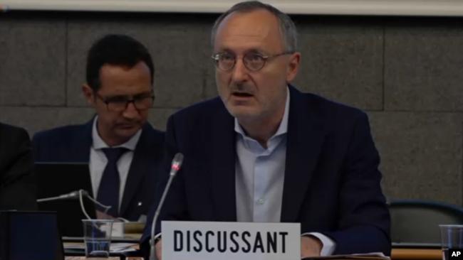 瑞士駐世貿組織大使錢柏威2018年7月11日在世貿組織會上發言(美聯社)