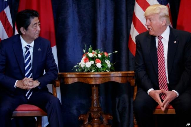 Thủ tướng Nhật Shinzo Abe gặp Tổng thống Hoa Kỳ Donald Trump tại hội nghị G7.