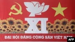 Các đại biểu đã đến Hà Nội để dự đại hội đảng lần thứ 11 kéo dài một tuần lễ, khởi sự vào thứ Tư để chọn một ủy ban bổ nhiệm 15 thành viên Bộ Chính trị