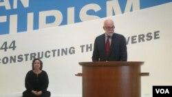 Ричард Армстронг и главный куратор выставки Вивиен Грин (слева). Photo by Oleg Sulkin