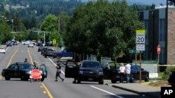 Bomberos informaron del traslado de tres personas a un hospital tras un tiroteo en una escuela secundaria en Portland, estado de Oregon.
