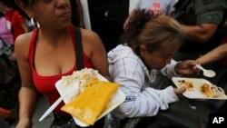 Para muchos venezolanos, hacer hallacas implica un rito familiar, cargado de secretos.