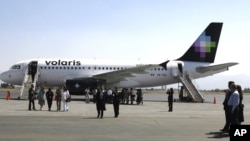 En el avión habían 179 personas que fueron trasladadas a una parte segura de la terminal.