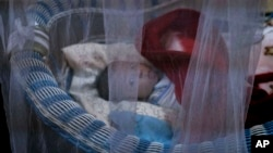 حتا کودکان شیرخوار نیز در یتیمخانه های بغداد به چشم میخورد
