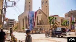 Єгипетська поліція охороняє церкву після чергової терористичної атаки в Танті