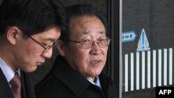 Đệ nhất phó Ngoại trưởng Bắc Triều Tiên Kim Kye Gwan Kim Kye Gwan (phải) đến sân bay quốc tế của Thủ đô Bắc Kinh, Trung Quốc, ngày 21/2/2012
