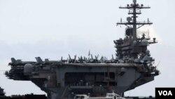 ກຳປັ່ນບັນທຸກເຮືອບິນ The USS Theodore Rosevelt ທີ່ເຫັນຢູ່ໃນຮູບນີ້ ເຂົ້າທຽບທ່າດານັງ ຂອງຫວຽດນາມ ເມື່ອວັນທີ 5 ມີນາ 2020.