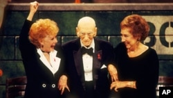 Gwen Verdon (left) and Jean Stapleton flank legendary Broadway writer/director/producer George Abbott, who celebrated his 107th birthday at the 1994 Tony Awards