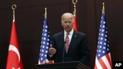 美國副總統拜登在土耳其對媒體講話。