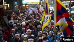 Người biểu tình tuần hành từ Lãnh sự quán Trung Quốc đến Trụ sở chính của LHQ ở New York để ủng hộ người Tây Tạng, ngày 10/12/2012.