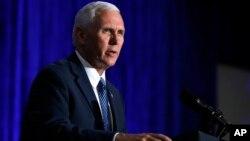 El vicepresidente de EE.UU., Mike Pence, dice que la administración Trump no enriquecerá al regimen cubano.