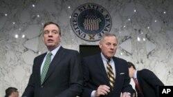 ARHIVA - Vodeći demokrata u senatskom Odboru za obavještajna pitanja senator Mark Vorner (L) i predsedavajući, republikanski senator Ričard Bur (Foto: AP/J. Scott Applewhite)