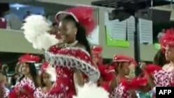 Festë dhe paradë tradicionale para karnavaleve në Rio