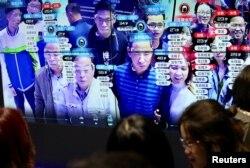 資料照:中國福建省福州市舉辦的中國數字技術展覽會上參觀者的臉部在人臉識別技術屏幕上顯示。(2019年5月8日)