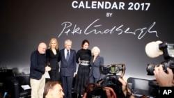 مراسم رو نمایی از تقویم ۲۰۱۷ پیرلی در پاریس، با حضور پیتر لیندبرگ، عکاس، مارکو ترونچتی پروورا، مدیر عامل گروه پیرلی و ستارگان