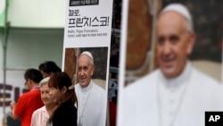 Nam Triều Tiên có khoảng 5 triệu tín đồ Thiên Chúa giáo và là một trong những giáo đoàn phát triển nhanh nhất của giáo hội trên thế giới.