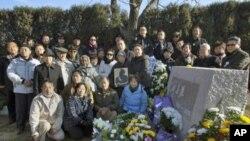 刘宾雁骨灰安葬仪式在北京门头沟天山陵园举行