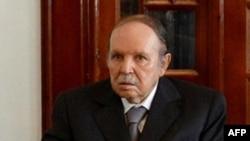 Tổng thống Algeria Abdelazi Bouteflika đắc cử cho nhiệm kỳ thứ tư tuy sức khỏe bị suy yếu.