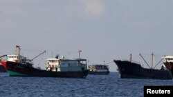 Tàu cá Trung Quốc tại bãi cạn Scarborough năm 2017