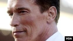 Arnold Schwarzenegger protagonizó las primeras tres entregas, en la cuarta simplemente prestó una imagen digital de su rostro.