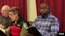 미국 몬태나주 헬레나시의 언약연합감리교회에서 윌모트 콜린스 씨가 성가대 연습 중이다.
