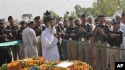 巴基斯坦警方官員為與塔利班的戰鬥中死亡的警察舉行葬禮