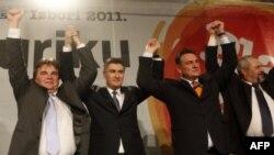 Kết quả này có nghĩa là tân Thủ Tướng Croatia sẽ là ông Zoran Milanovic (giữa, bên trái, thủ lãnh của Đảng Dân chủ Xã hội