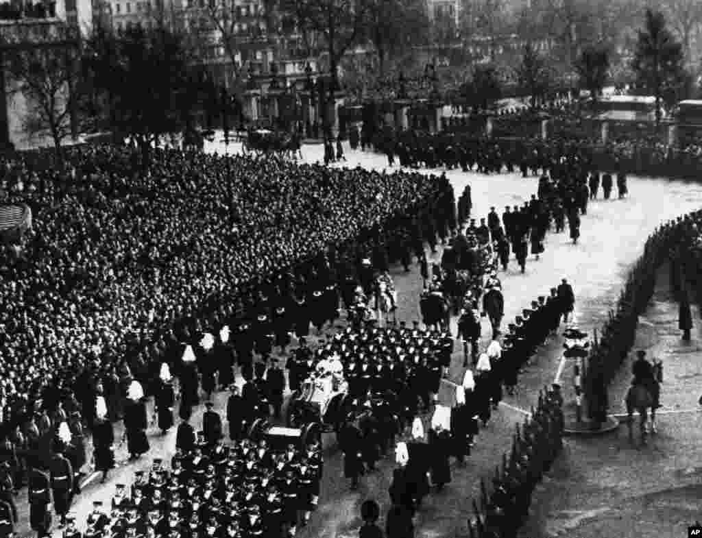 امروز در تاریخ: سال ۱۹۵۲ – تشییع جنازه جرج ششم، پادشاه بریتانیا، پدر ملکه فعلی. او بعد از آن به سلطنت رسید.
