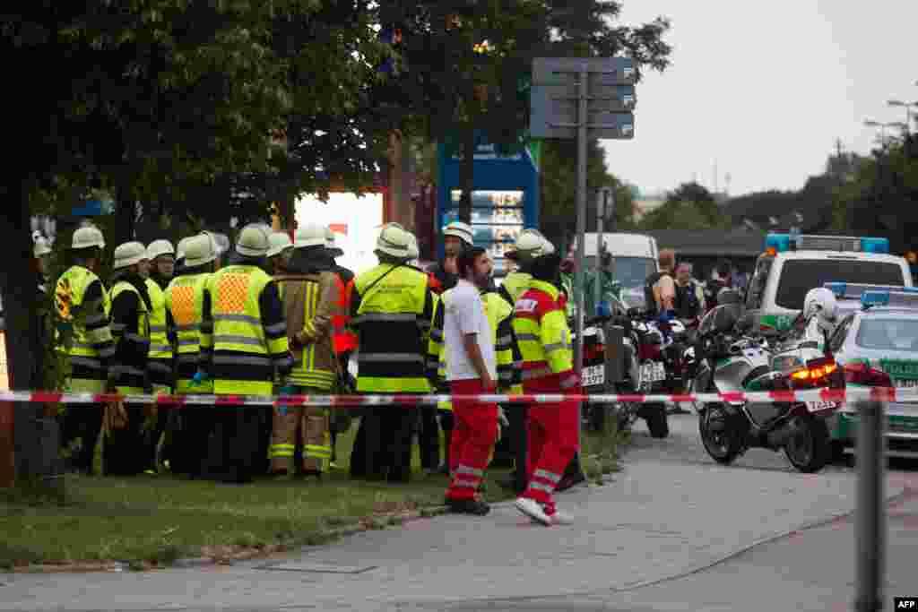 اس واقعہ میں 20 سے زائد افراد زخمی ہوئے جن میں سے تین کی حالت تشویشناک بتائی جاتی ہے۔