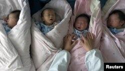 江蘇省淮安市一所醫院的新生兒(2007年5月7日)