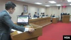 台灣立法院外交及國防委員會4月5號質詢的情形(美國之音張永泰拍攝)