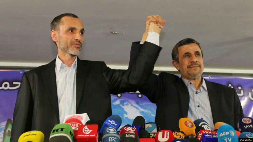 حمید بقایی در کنار محمود