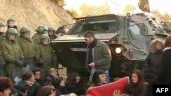 Autoritetet ndërkombëtare të sigurisë kërkojnë zhbllokimin e rrugëve në veriun e Kosovës