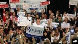 Cựu thống đốc bang Massachusetts Mitt Romney phát biểu tại 1 cuộc mít tinh ở Bellevue, bang Washington, 2/3/2012