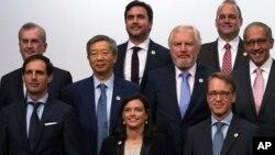 20国财长和央行行长星期天(6月9日)在日本福冈合影。图片来源:美联社