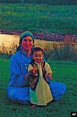 Maryam Kabeer Faye with son, Issa, in New Mexico in 1989